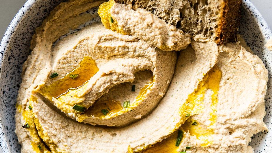 Pasta z korzenia pietruszki, orzechów włoskich i rozmarynu