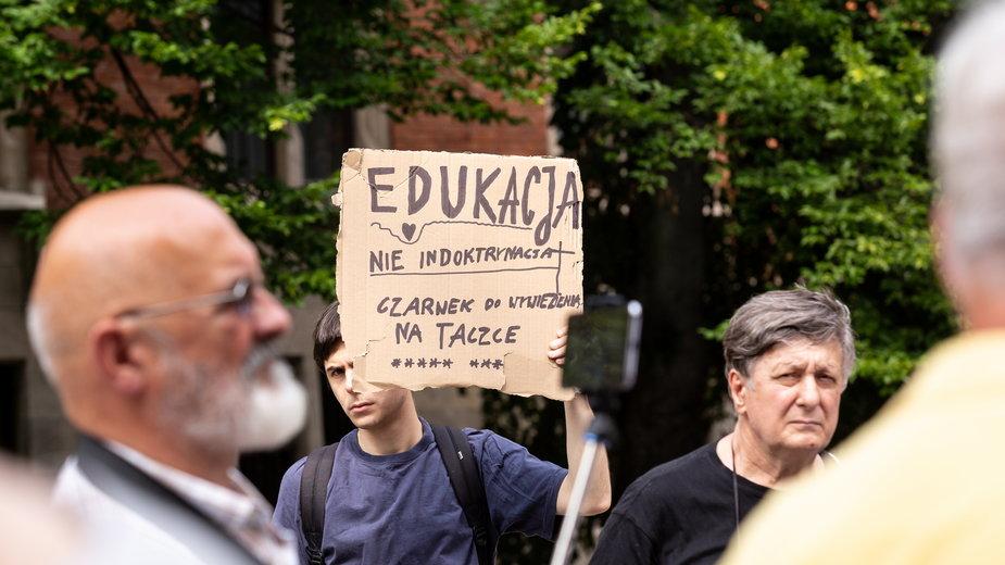 Protest przeciwko ministrowi Czarnkowi w Krakowie