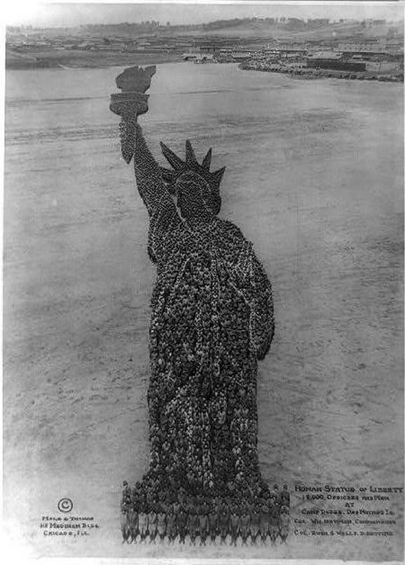 Ljudski Kip slobode (1918) - 18.000 vojnika