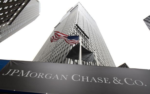 Wśród 13 firm wymienionych w raporcie są Bank of America Corp., Barclays, BNP Paribas, Citigroup Inc., Credit Suisse Group, Deutsche Bank, Goldman Sachs Group, HSBC Holdings, JPMorgan Chase & Co., Morgan Stanley, RBS, Societe Generale i UBS.