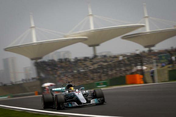 Luis Hamilton tokom kvalifikacija za Veliku nagradu Kine