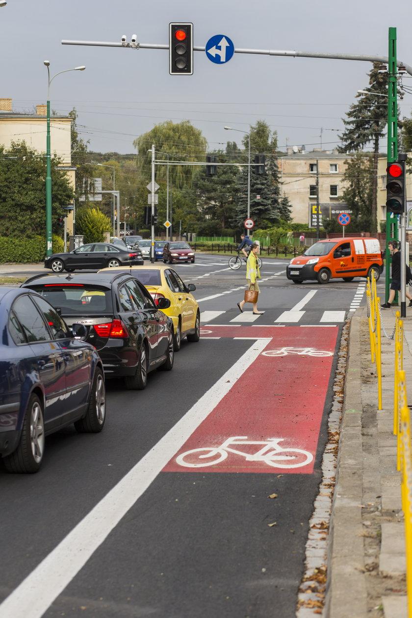 Rowerowy bubel na ulicy Pułaskiego. Tuż obok śluzy dla cyklistów