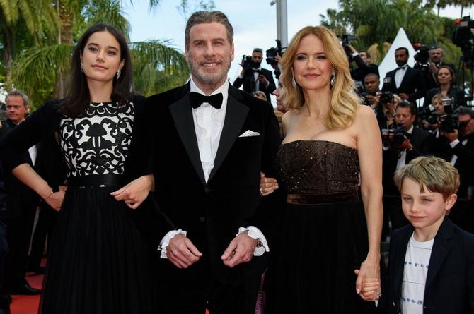 Keli i Džon sa ćerkom i sinom