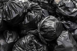 Podwyżki cen za wywóz śmieci. Samorządy dopłacą do makulatury