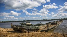 Rosjanie ćwiczą forsowanie rzek - setki żołnierzy, czołgi, śmigłowce i haubice samobieżne w akcji