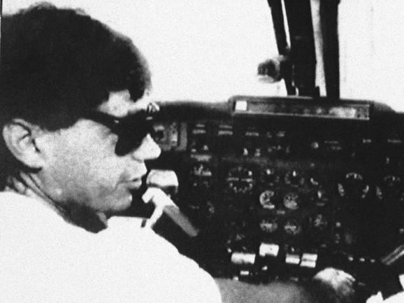 Karlos Leder Rivas u jednom od svojih aviona, kojima je lično prevozio tone kokaina iz Kolumbije na tlo SAD