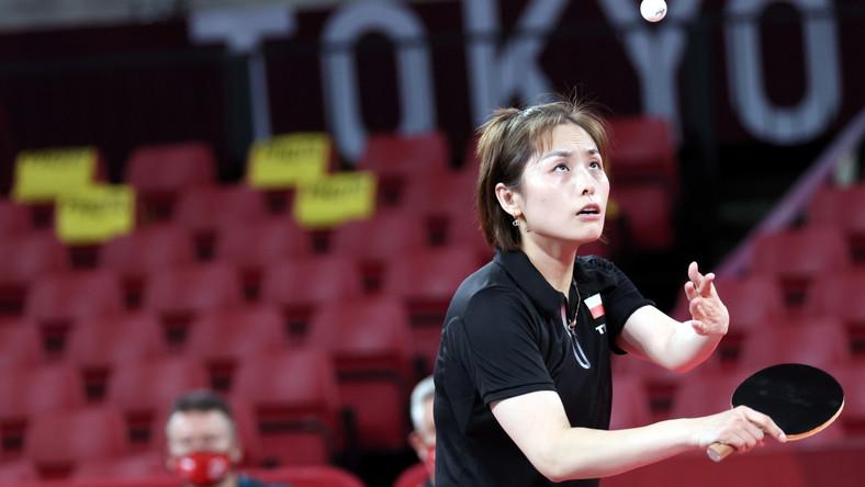 Li Qian podczas przegranego meczu 2. rundy turnieju gry pojedynczej w tenisie stołowym z Jian Fang Lay