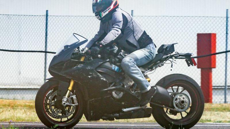Sylwetka Ducati V4 przypomina Panigale