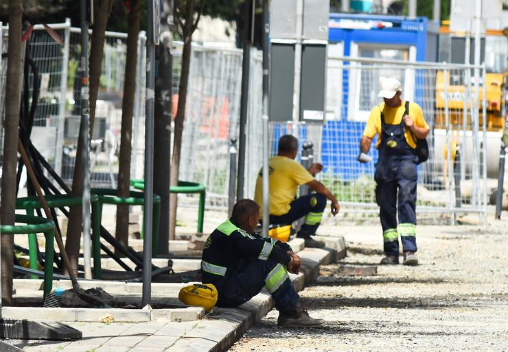 gradjevinci radnici gradjevinci  vrucina toplota u gradu foto Nenad Mihajlovic