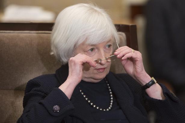 """""""W rezultacie oczekuję, że nastąpi dalszy rozwój gospodarki, wraz z poprawą rynku pracy oraz umiarkowanym wzrostem PKB"""" - powiedziała Yellen."""