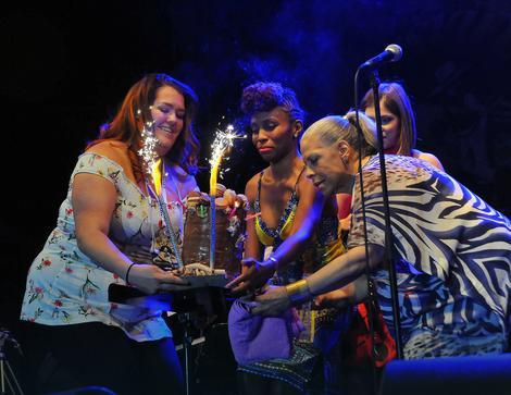 Peti Ostin dobila tortu na kraju nastupa