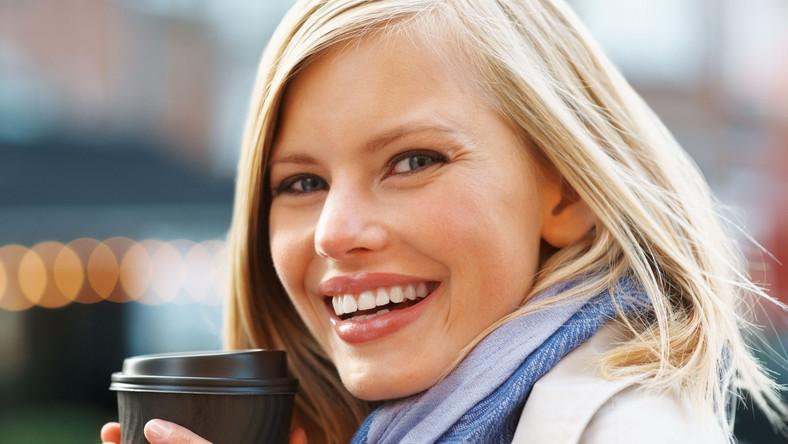 Regularne picie kawy - więcej niż cztery filiżanki kawy - zmniejsza ryzyko raka macicy i raka prostaty