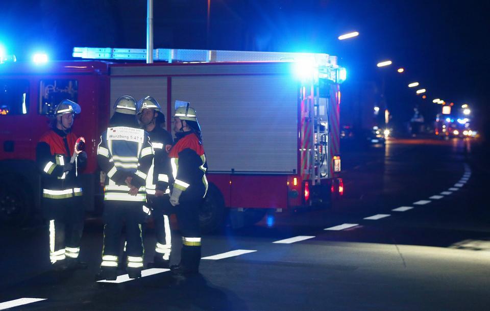 Niemcy: uzbrojony w topór mężczyzna zaatakował w pociągu