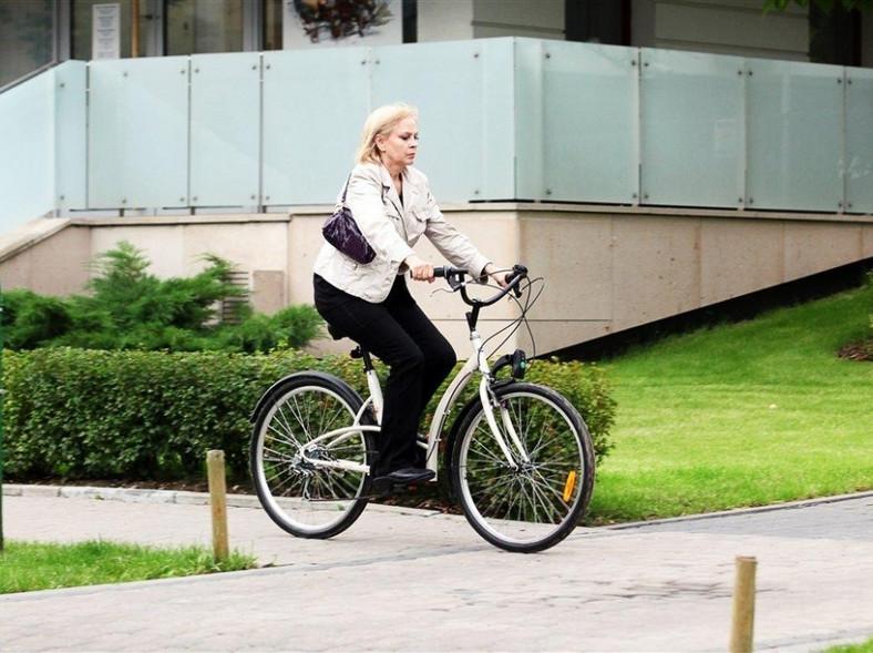 Izabela Trojanowska wie, że rower to teraz bardzo modny środek lokomocji.