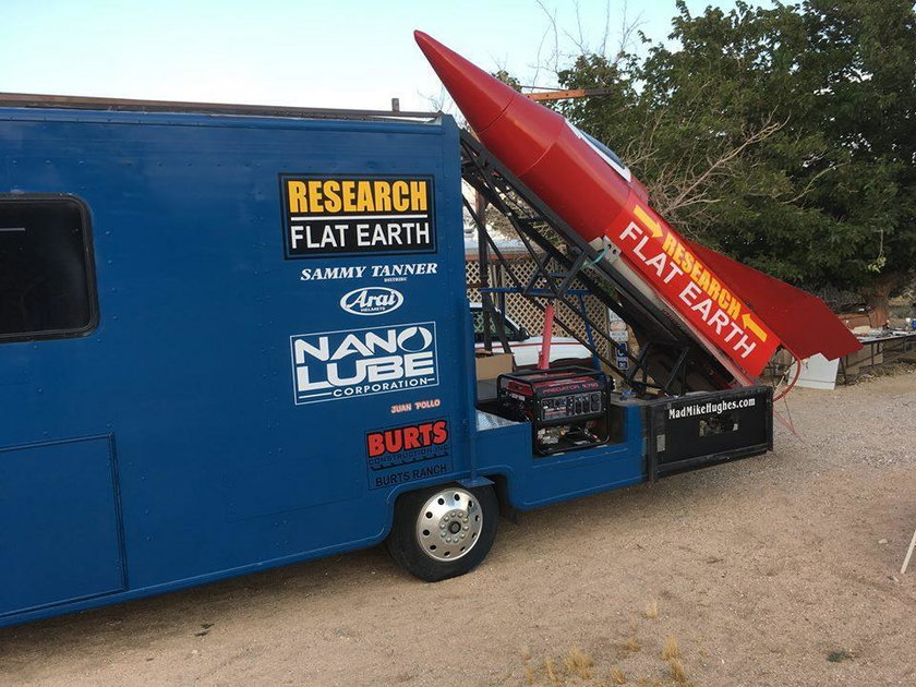 Buduje rakietę, by się wystrzelić w kosmos. Powód zdumiewa