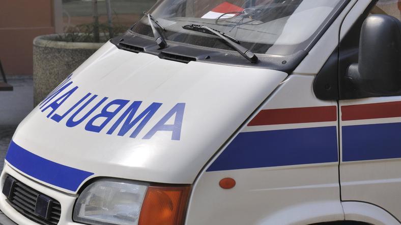 Kierowcę karetką przewieziono do szpitala. Niestety, zmarł