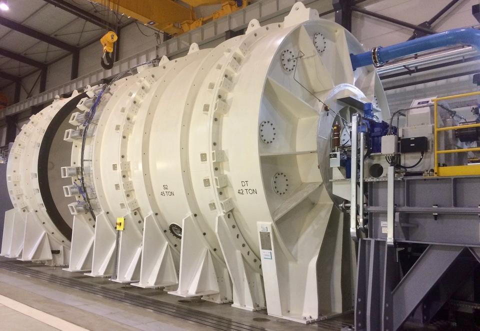 To komora próżniowa do testowania silników lotniczych. Zmieści się w niej największy z obecnie produkowanych na świecie silników - GE90