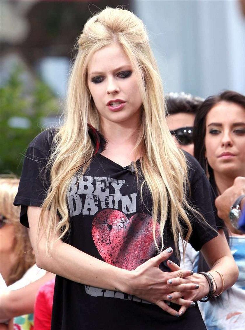Zdjęcie pobitej Avril Lavigne w sieci!