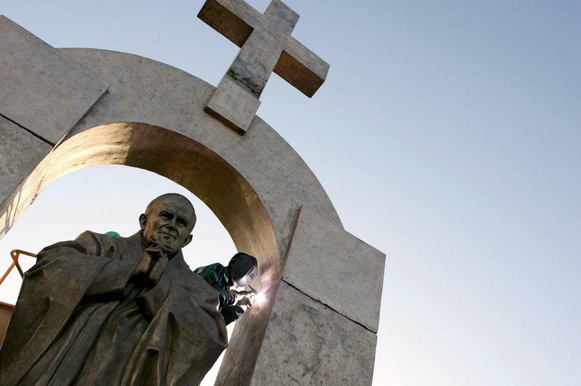 Władze Zakopanego chcą przyjąć pomnik papieża z Francji