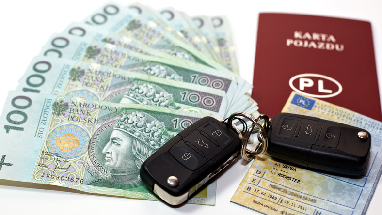 Pieniądze, dokumenty i kluczyki samochodowe