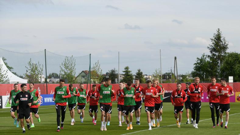 Zawodnicy piłkarskiej reprezentacji Polski podczas treningu kadry