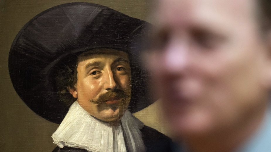 """Obraz Fransa Halsa """"Portret nieznananego mężczyzny w kapeluszu i z rękawiczkami"""""""