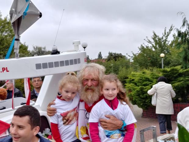 Aleksander Doba z wnuczkami