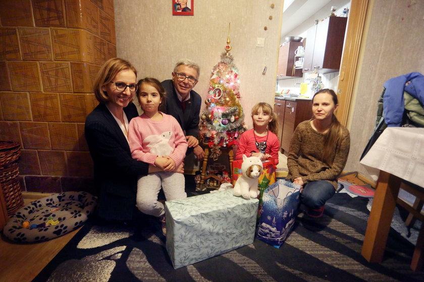 Andrzej Kowalczys pomaga z całą rodziną