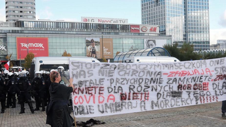 Warszawa - protest antycovidowców i przedsiębiorców