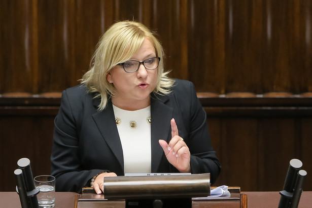 Szefowa KPRM Beata Kempa przedstawia informację o wynikach audytu rządów PO-PSL