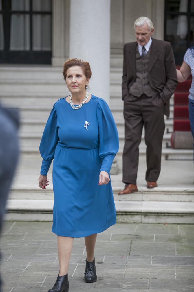 Olga Odanović danas na snimanju na Belom dvoru, iza nje je nje suprug Dragan Petrović Pele