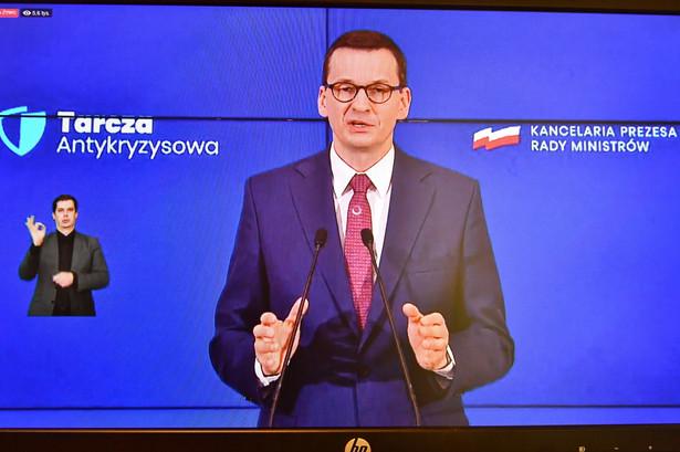 Premier Mateusz Morawiecki przedstawił w środę po posiedzeniu Rady Gabinetowej pakiet działań wspierających przedsiębiorców, pracowników i inwestycji publicznych w obliczu epidemii koronawirusa, nazwany Tarczą Antykryzysową. Szacunkowa wartość pakietu to ok. 212 mld zł.