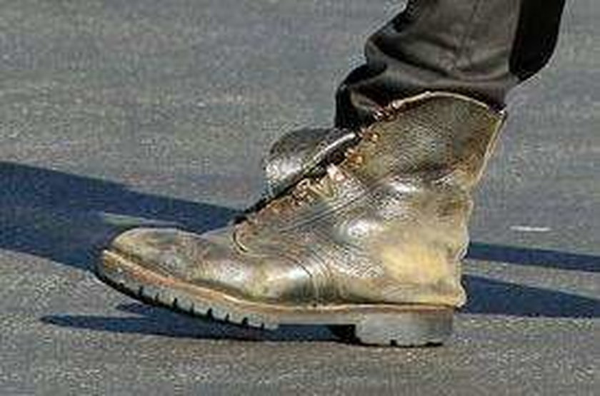 O nie! Colin Farrell w brudnych butach. To jest nowa moda
