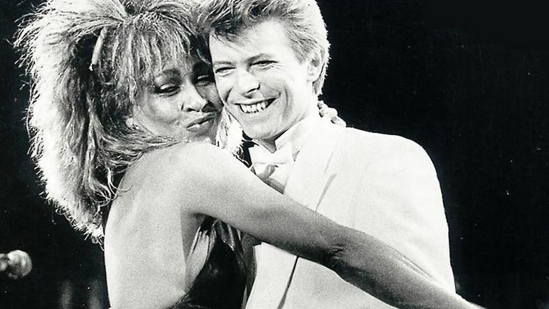 Tina Turner: –Straciłam kawałek mojego serca. David nie tylko wspierał moją karierę, ale –co najważniejsze –byłbardzo ważną osobą w moim życiu. Ikoną. Niezastąpionym, kochającym przyjacielem. Bardzo mi go brakuje.