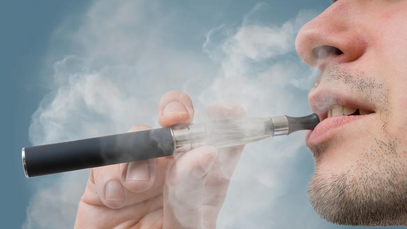 Amerykańska marynarka nie toleruje e-papierosów