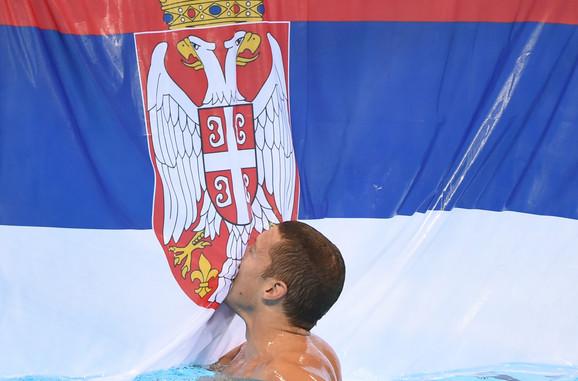 Detalj posle pobede vaterpolista Srbije nad Hrvatskom u finalu olimpijskog turnira