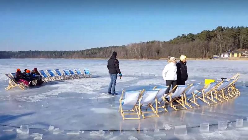 Na jeziorze Płotki w Pile powstała niezwykła, lodowa karuzela