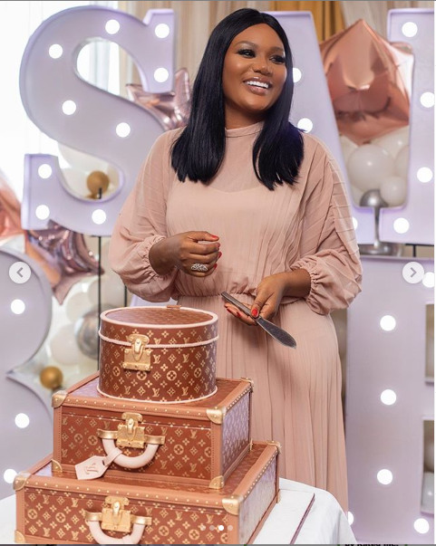 This Sandra Ankobia's travel themed cake will get you hungry