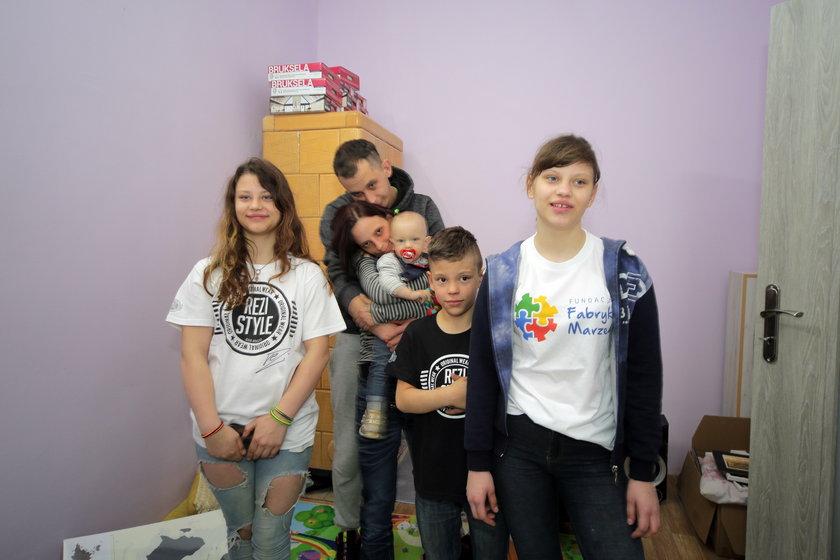 Tomasz i Katarzyna Olejniczak z dziećmi