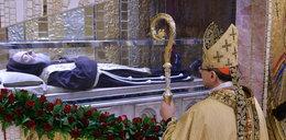 Pokazali ciało św. stygmatyka. Miał rany jak Jezus i przewidział...