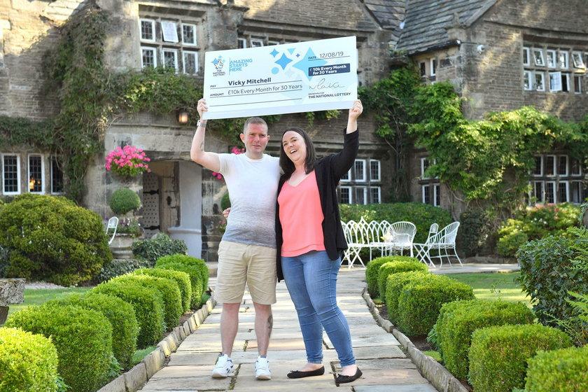 Anglia: Wygrała fortunę na loterii. Kupiła los za ostatnie pieniądze
