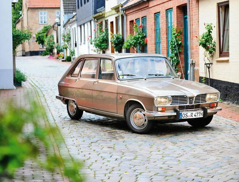 """To Renault jest tak wszechstronne, jak szwajcarski scyzoryk.  A do tego jeździ, jak na """"francuza"""" z tamtego okresu przystało"""