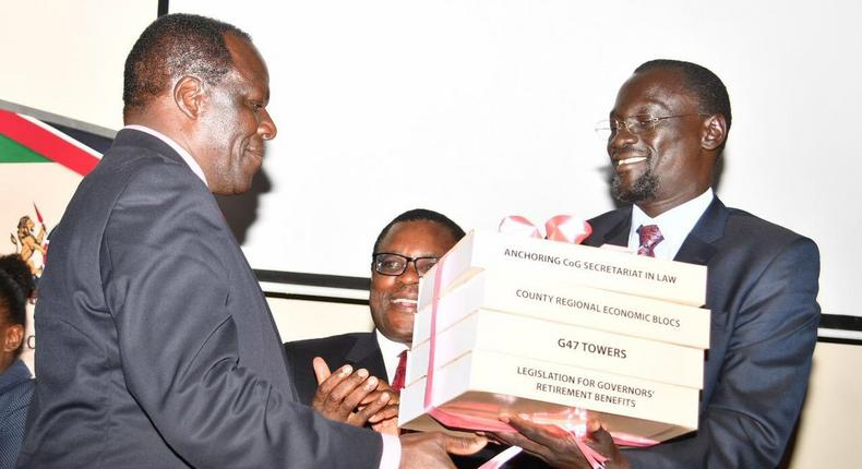 Governor Josphat Nanok hands over the instruments of power shortly after Governor oparanya was elected CoG chair (Twitter)
