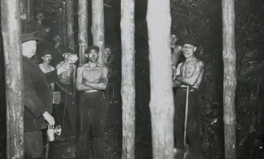 Górnicy pod ziemią 1930 rok