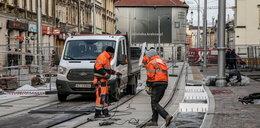 Remont Krakowskiej mocno opóźniony. Torowisko będzie gotowe najwcześniej dopiero na wakacje