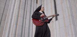 Słynna śpiewająca siostra Janina porzuca zakon! Jej menadżer mówi o nieprzyjemnych okolicznościach