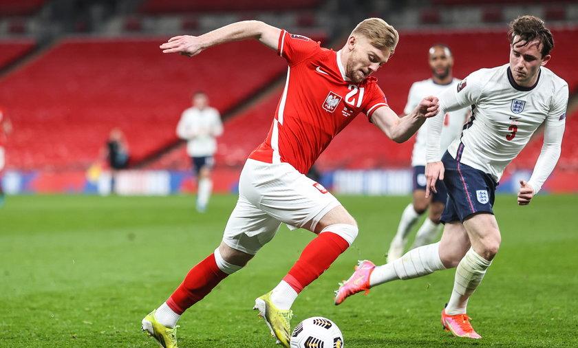 Kamil Jóźwiak i Luke Shaw podczas meczu Anglia - Polska w ramach eliminacji do MŚ 2022 (31.03.2021)