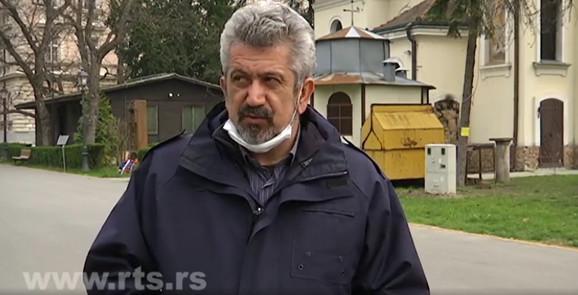 Zoran Nikolić, novinar, navodi kako su i tada lekari poštovali distancu