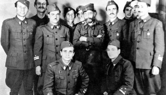 Đeneral Mihailović sa pripadnicima Ozne koji su ga zarobili
