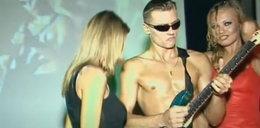 """Brzozowski świeci naoliwionym torsem w teledysku disco polo. Internauci """"To powinno być na Eurowizji"""""""